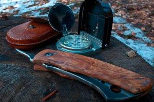 survival kit messer kompas